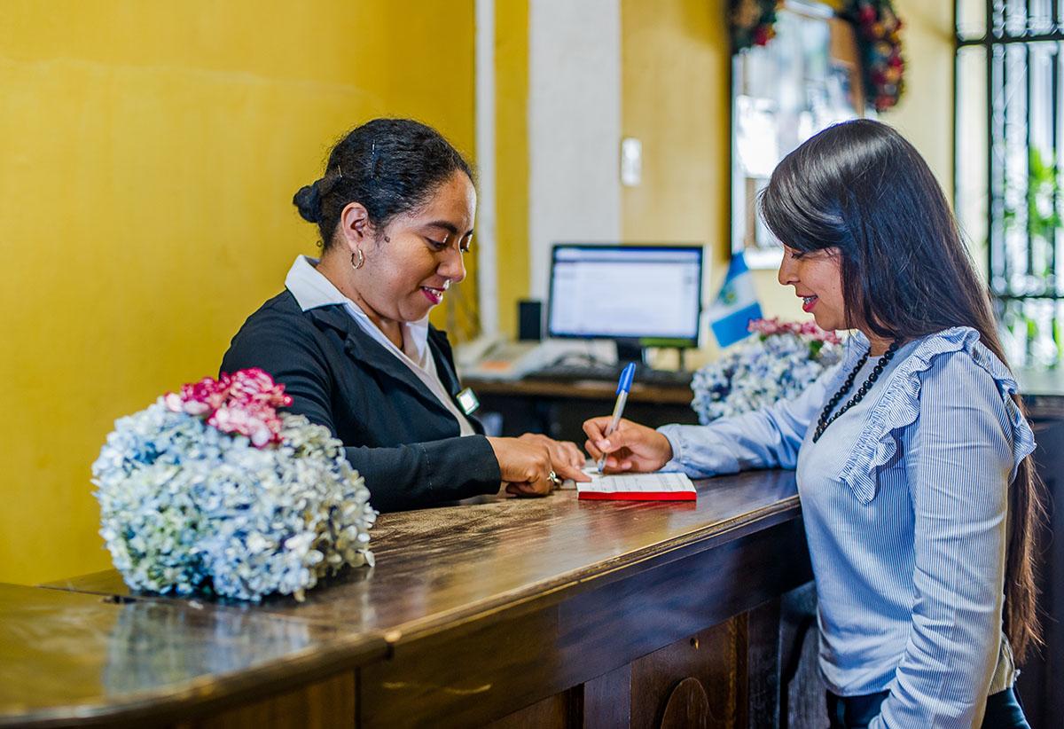Hotel-Camelias-Antigua-Guatemala-lobby-17